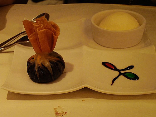 Chocolate wanton with ice cream